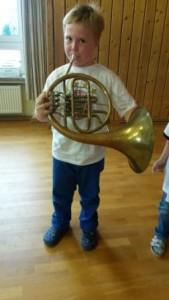 Tim mit Trompete